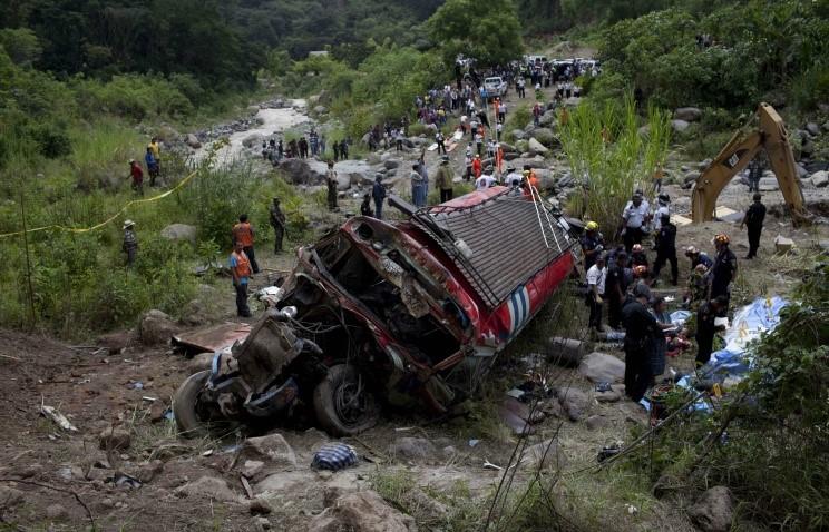 В Таиланде 32 человека погибли в результате ДТП с туристическим автобусом