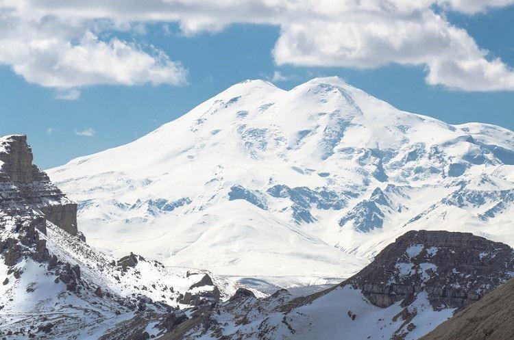 «Эльбрус» закрыли из-за снегопада
