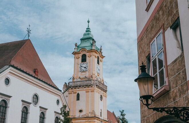 Словакия планирует разрешить въезд туристам, привитым «Спутником V»