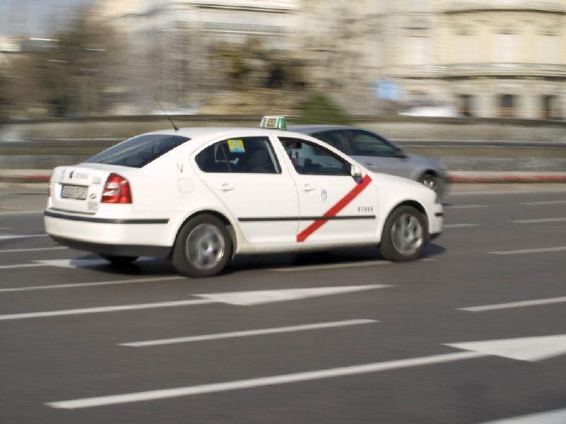 Пассажиры мадридского такси теперь снова могут размещаться на передних сидениях