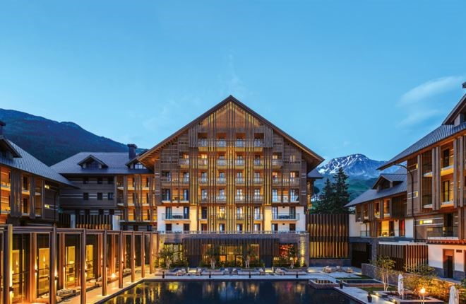 Знаменитый швейцарский отель стал принимать к оплате биткоины
