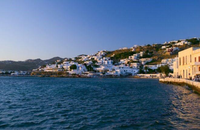 Греция отменила ограничения для вакцинированных туристов и местных жителей
