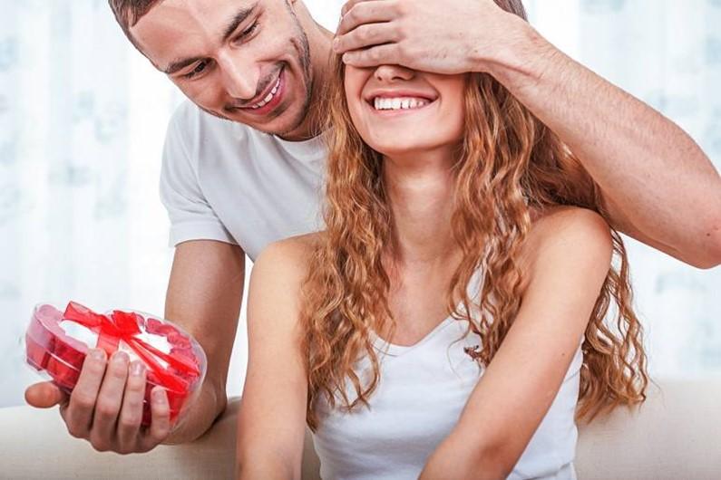 День святого Валентина 2017. Какой подарок сделать любимой девушке или женщине?