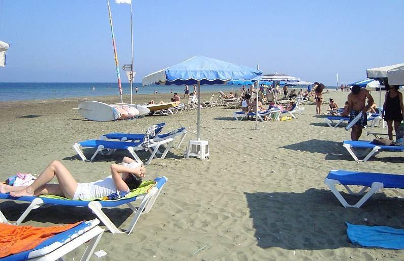 Как не переплатить за шезлонг на Кипре?