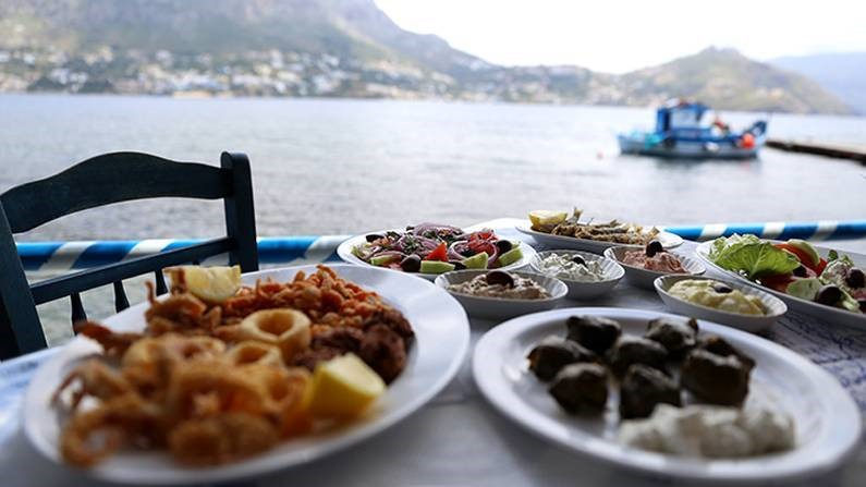 an introduction to the history of greek cuisine The greeks brought their culinary innovations to the regions into which their culture expanded: places we now call italy, france, spain, the levant, north not only has this regionalism given life to different subsets of greek cuisine, it has imbued greeks with a strong sense of local identity and pride.
