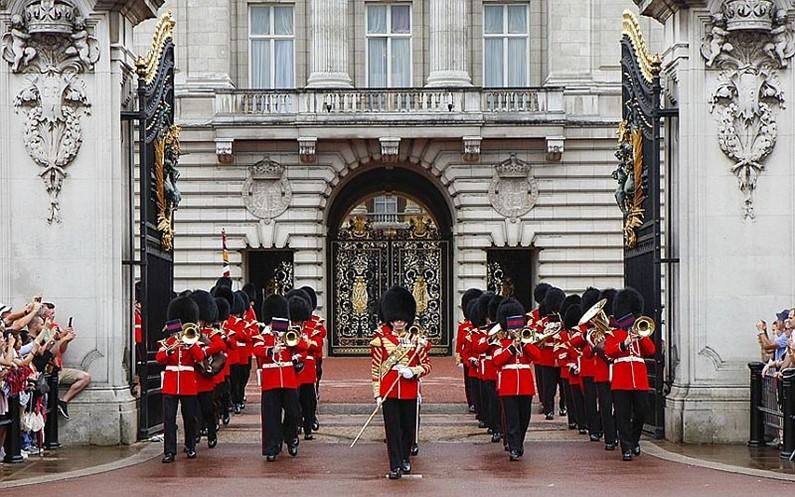 Картинки по запросу Букингемский дворец почетный караул