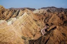 Радужные горы китайской провинции Ганьсу