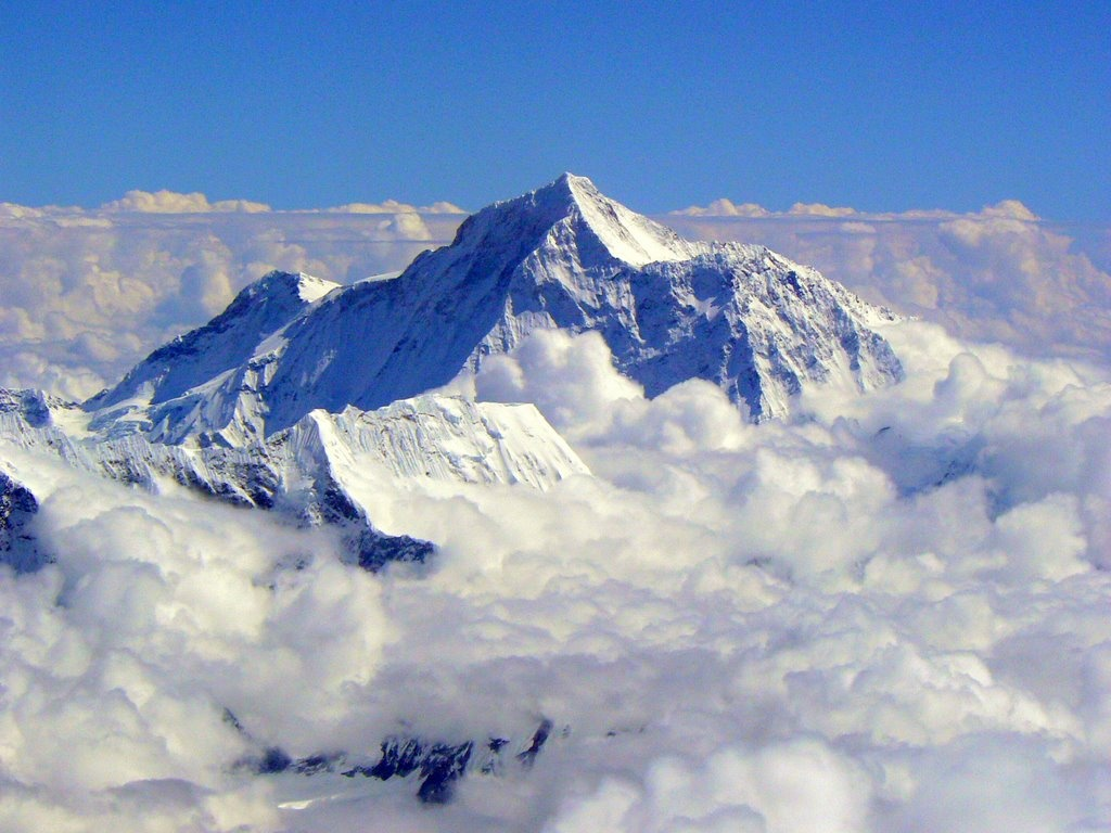 mount everest The largest mountaineering publication in the world everest 365 days a year today's everest news/expedition coverage/and notes.