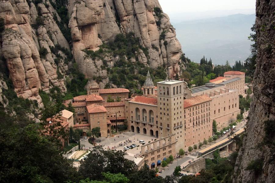 Monastery of Montserrat, Spain скачать